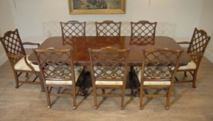 Engelsk Chippendale Mahogany Table & Gothic Chair Dining Set