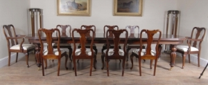 14 Foot Victoriaanse Dining Table & 10 Queen Anne Stoelen Diner Set