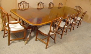 Engelsk Regency Pedestal Dining Table & Hepplewhite Chair Set