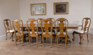 英语格鲁吉亚胡桃木餐桌及10安妮女王椅