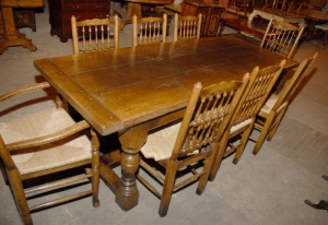Engelsk Abbey Rustikk refektoriet Table & 8 Spindleback Chair Set