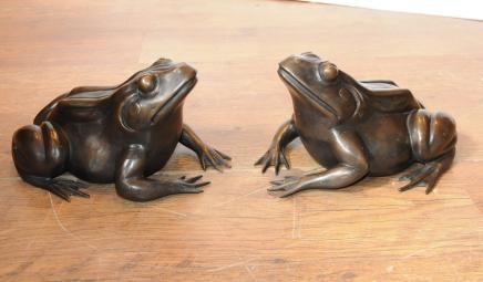 Pair English Bronze Frogs Toads Statue Casting
