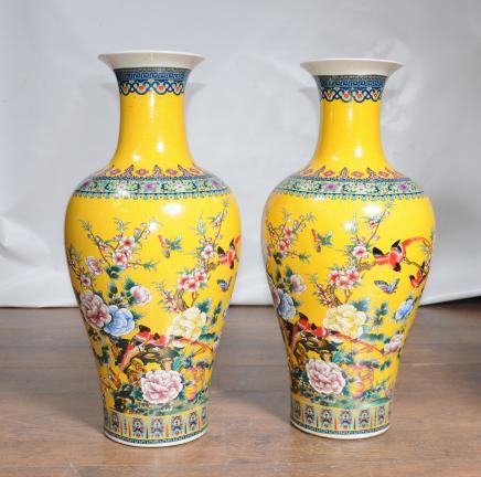 Paar chinesische Ming Yellow Porzellan-Vasen Urnen China Pottery