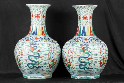 Pair Chinese Kangxi Porcelain Vases Urns Hand Painted Dragons