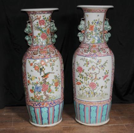Pair XL chinesische Imari Porzellan Urnen Architectural Pottery Vasen