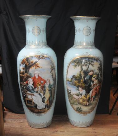 Paire de grands vases de Sèvres Porcelaine Amphora urnes françaises peint
