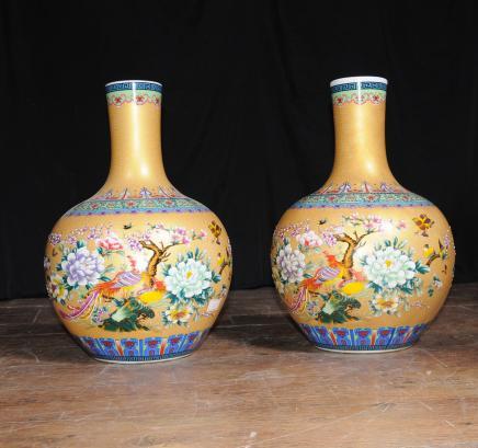 Par de jarrones de porcelana china Ming bulbosas Urnas interiores de cerámica