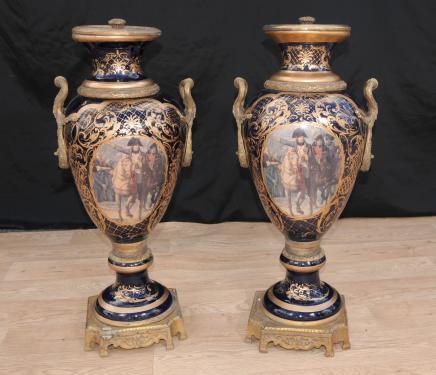 Par grande de París Sevres Jarrones de porcelana Napolean Urnas