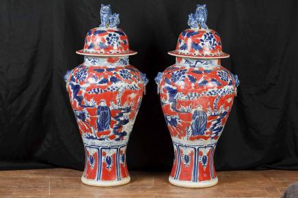 Paar 3ft japanischen Imari Vasen aus Porzellan Urnen Ginger Jars Amphora Interiors