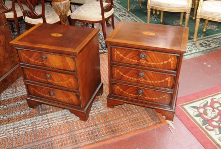 Paire Commodes Regency Sheraton chevet tiroirs Armoires Chevets