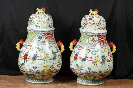 Pair Japanese Kakiemon Porcelain Vases Ginger Urns Jars Pottery