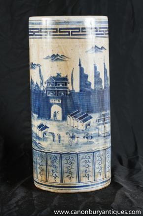 Bleu Blanc Porcelaine chinoise Kangxi parapluie à la main peint Pied