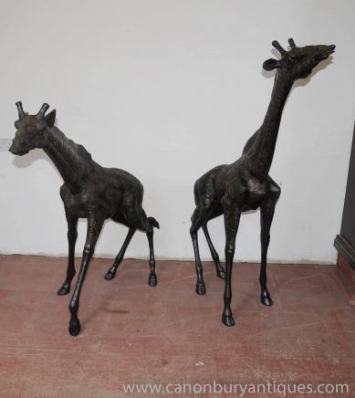 一双大青铜长颈鹿长颈鹿雕像动物园林艺术