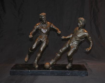 对英语青铜足球运动员足球艺术体育
