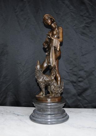新艺术风格的女性裸体雕像拉布拉多猎犬的狗雕像Cogare