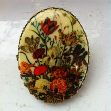 Vintage English Flower Scene Scarf Clip