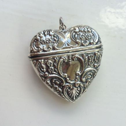 Fine Silver Filigree Heart Vesta