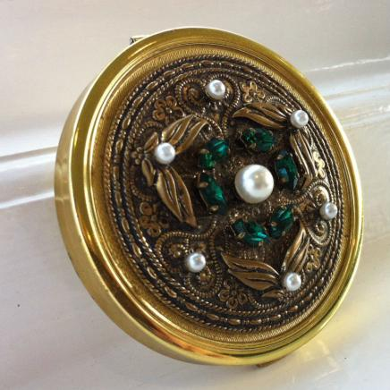 Vintage Mirror Compact with Pearl & Gemstone-detail