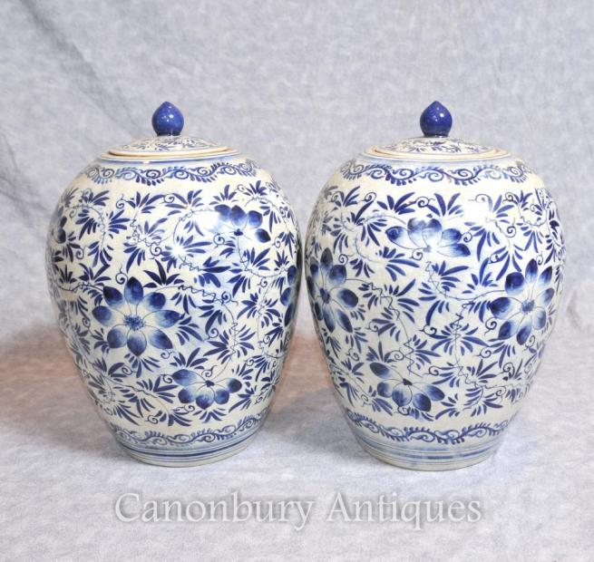 Pair Kangxi Blue and White Porcelain Urns Vases Lidded Pots