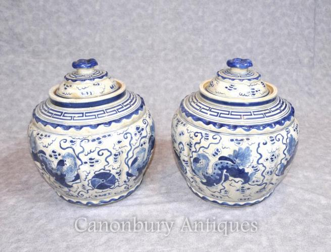 Pair Kangxi Ceramic Lidded Urns Vases Pots Chinese Blue and White porcelain