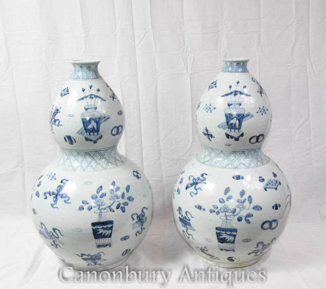 Pair Chinese Blue and White Porcelain Vases Urns