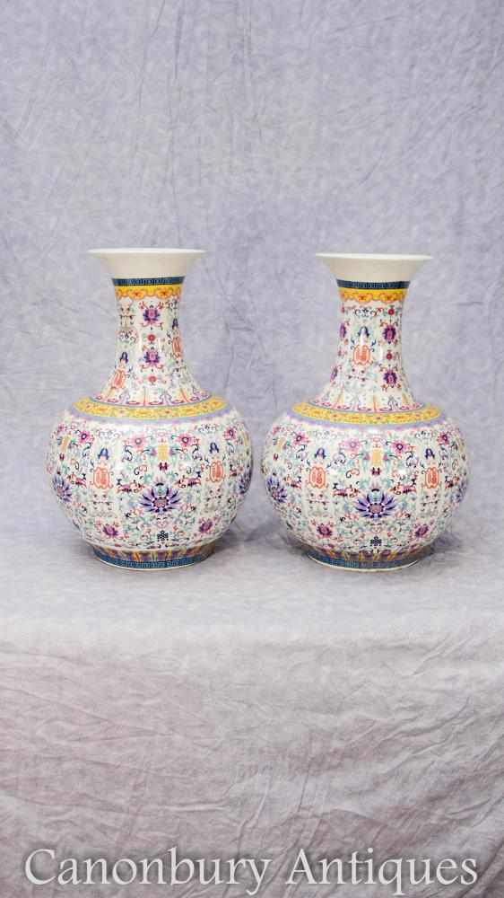 Pair Chinese Qianlong Porcleain Vases Urns Bulbous Shangping Form