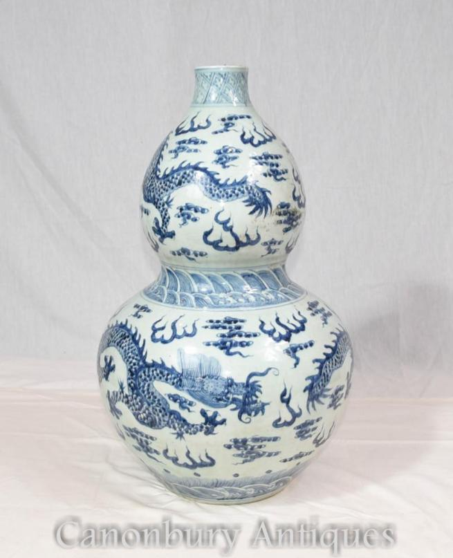 Single Chinese Ming Blue and White Porcelain Urn Dragon